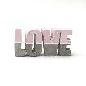 אותיות בטון מעוצבות love