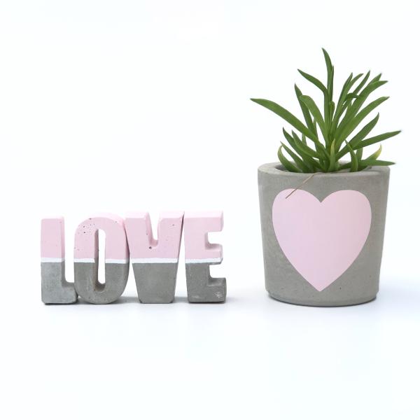 עציצי בטון מעוצבים אהבה